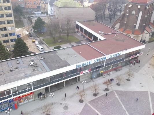 Pohled na Slezanku a prostor za ní před stržením budovy Ministerstva zemědělství, foceno z věže Hlásky